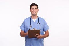 一位英俊的年轻男性护士谈的笔记的画象 库存图片