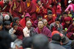 一位讲道的佛教大师 库存照片