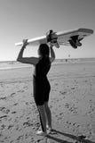 一位年轻冲浪者 免版税图库摄影