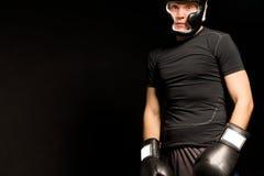 一位年轻拳击手的黑暗的大气画象 库存照片