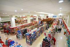 一低价hyperpermarket Voli的内部 免版税图库摄影