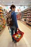 一低价hyperpermarket Voli的内部 免版税库存照片