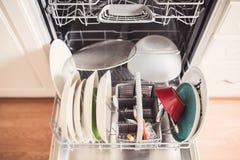 一充分的洗碗机的顶视图有门户开放主义的 免版税库存图片