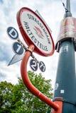 一公交车站在维也纳 免版税库存图片