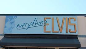 一切在显示的埃尔维斯・皮礼士利的标志在Graceland 免版税图库摄影