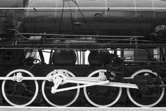 一列减速火箭的火车的钢轮子在火车站的 免版税库存照片