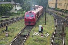 一列旅客列车在斯里兰卡 免版税库存照片