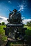 一列老北4-8-4蒸汽火车的正面图 库存照片