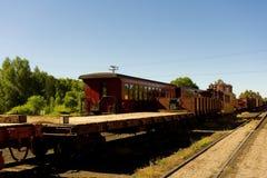一列老旅客列车用于通过落矶山脉搭载游人 免版税库存照片