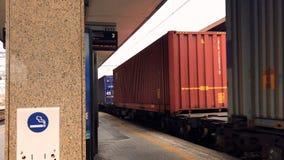 一列货车的段落在火车站的 影视素材