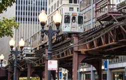 一列高的地铁在芝加哥 免版税图库摄影