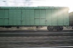 一列货车的摇摄在铁路的在日落 免版税库存照片