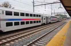 一列NJ Trasit市郊火车在新泽西 库存图片