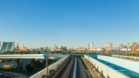 从一列Yurikamome火车的看法在Odaiba,东京,日本 库存图片