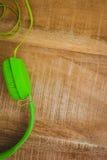 一副绿色耳机的看法 图库摄影