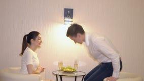 一加上的浪漫晚上香槟和果子 股票录像