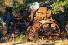 一匹老,生锈和被忘记的耕马 免版税库存照片