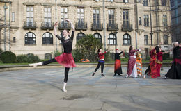 一十亿个上升的一刹那暴民舞蹈在谢菲尔德 免版税图库摄影
