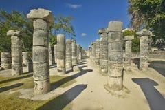 一千个专栏,在尤卡坦半岛,墨西哥的玛雅废墟的法院在奇琴伊察的 免版税库存照片