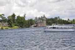 一千个海岛, 6月25日:歌手城堡从一千个海岛群岛的海岛视图从安大略省在加拿大 库存图片