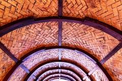 一半圆顶木头屋顶 免版税库存照片