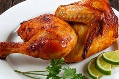 一半开胃烤水多的鸡 免版税库存图片