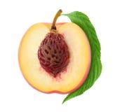 一半新鲜的桃子 图库摄影