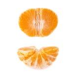 一半新鲜的水多的蜜桔果子被隔绝在白色背景 免版税库存照片