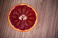 一半红色血液西西里人的桔子 免版税库存照片