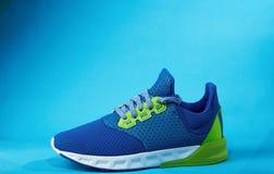 一双五颜六色的新的现代鞋子 库存照片