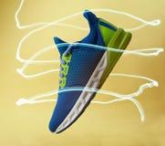 一双五颜六色的fasr运动鞋鞋子 免版税库存图片