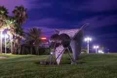 一只大蚊子的雕象在堤防的一个公园在老特拉维夫区在以色列 免版税库存照片