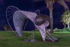 一只大蚊子的雕象在堤防的一个公园在老特拉维夫区在以色列 免版税库存图片