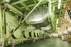 一只大货船的巨大的主要引擎 免版税库存图片
