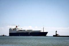 一只大货船 免版税库存照片