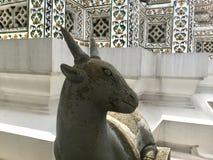 一只山羊的石雕象在黎明寺-晓寺的 库存照片