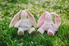 一只手工制造兔子玩偶 免版税库存图片