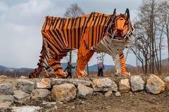 一只木老虎的雕塑 免版税图库摄影