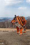 一只木老虎的雕塑 免版税库存照片