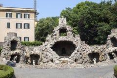 一只老鹰的喷泉在梵蒂冈庭院里2010年9月20日的在梵蒂冈,罗马,意大利 免版税库存图片