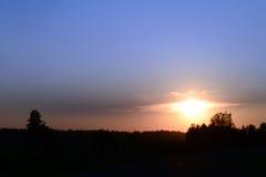 以一只鸟的形式云彩在日落 图库摄影