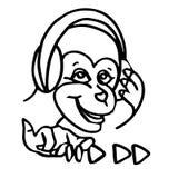 一只滑稽的动画片猴子听到在耳机的音乐 免版税图库摄影