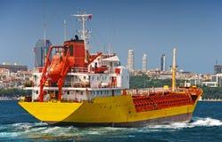 一只货船在伊斯坦布尔 库存图片