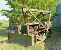一台古板的推土机在不列颠哥伦比亚省 免版税库存图片