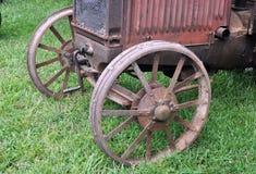 一台古色古香的拖拉机的前面 库存照片