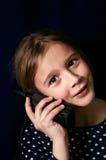 一台手机的少年 免版税库存照片