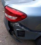 一台损坏的汽车防撞器 免版税库存照片