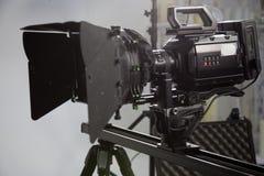 一台摄象机的工作在演播室 免版税图库摄影