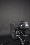 一台摄象机的工作在演播室 免版税库存照片