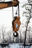 一台流动举的起重机的勾子 库存照片